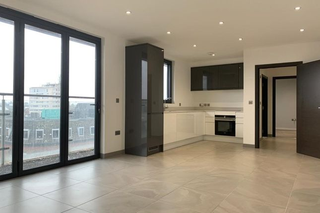 Thumbnail Penthouse to rent in Parkway, Chelmsford