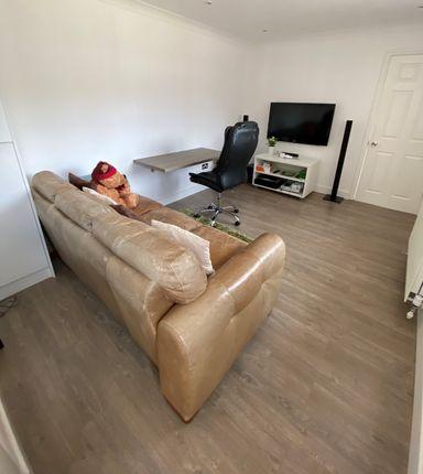 Thumbnail Flat to rent in Wood Lane, Iver