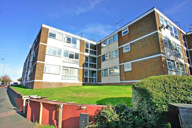 Thumbnail Flat for sale in Markfield Gardens, London