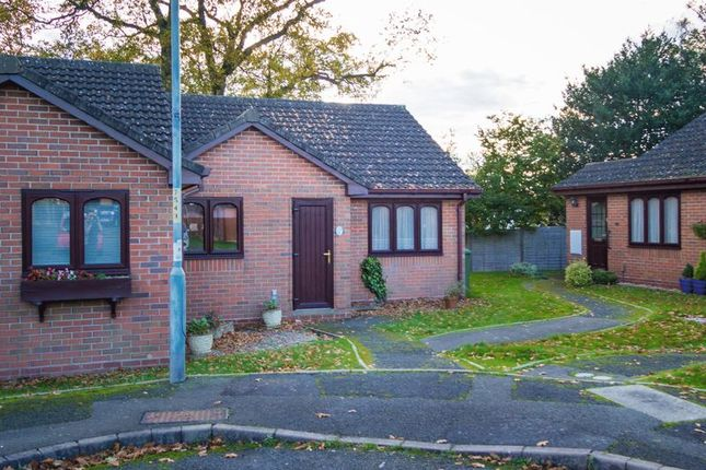 Thumbnail Property to rent in Stonehouse Close, Redditch