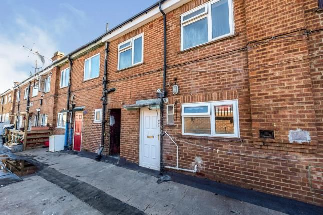 3 bed flat for sale in Dunstable Road, Luton, Bedfordshire, England LU1
