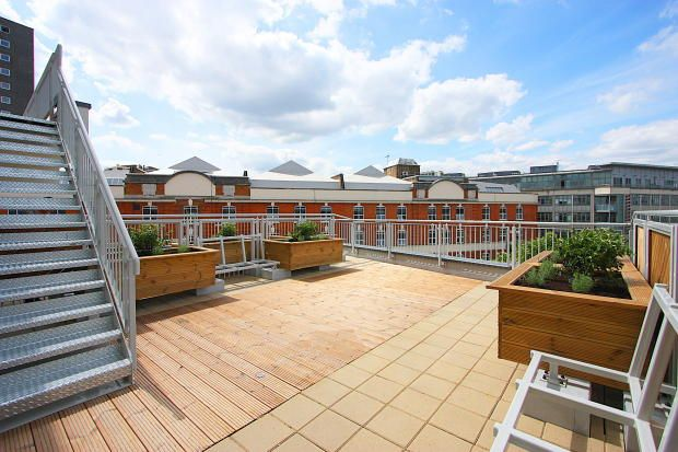 2 bed flat to rent in Moray Road, London N4