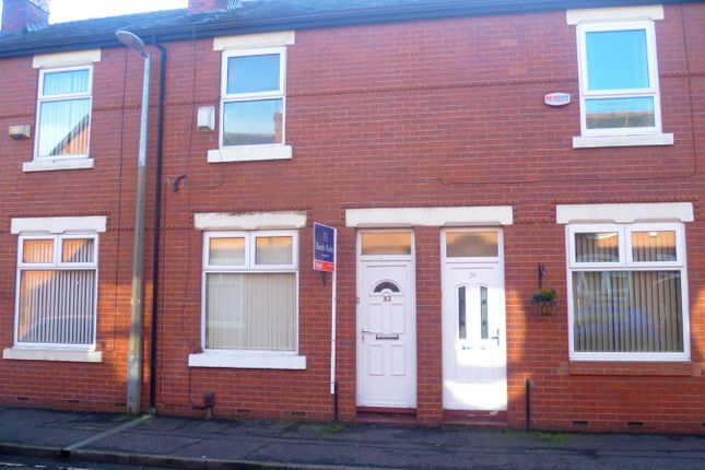2 bed terraced house to rent in Lyndhurst Street, Salford