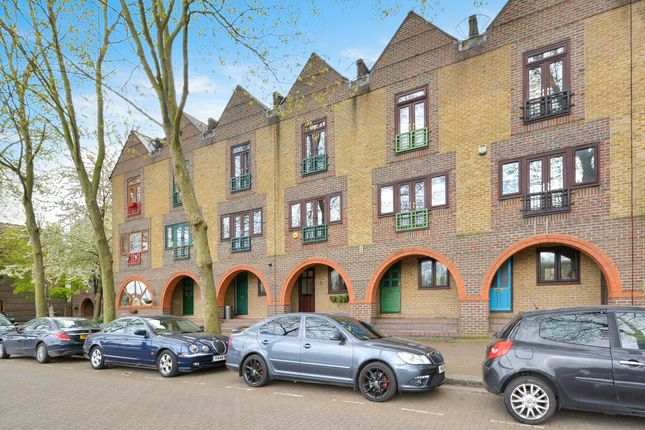 3 bed town house for sale in Greenland Quay, Canada Water SE16