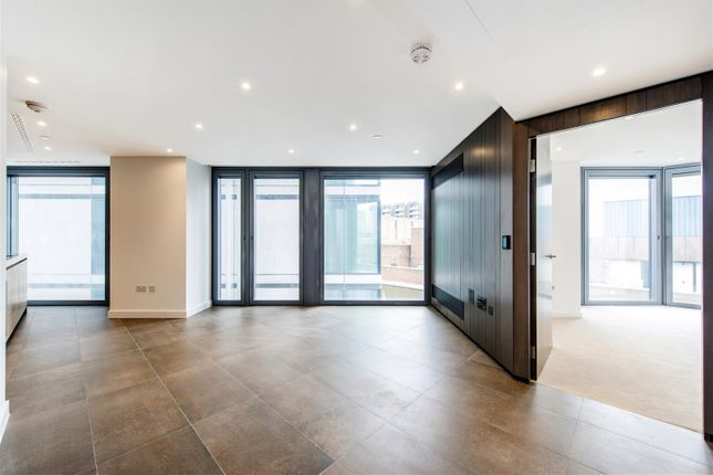 Thumbnail Flat for sale in Chronicle Tower, 261B City Road, Islington, London