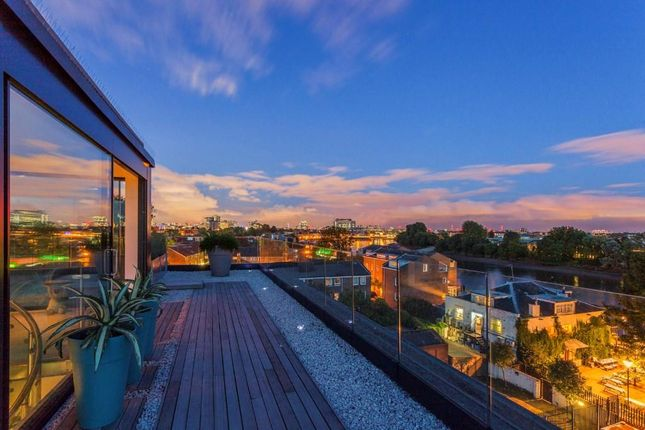 3 bed flat for sale in Penthouse Bazalgette Court, Chiswick Mall, London