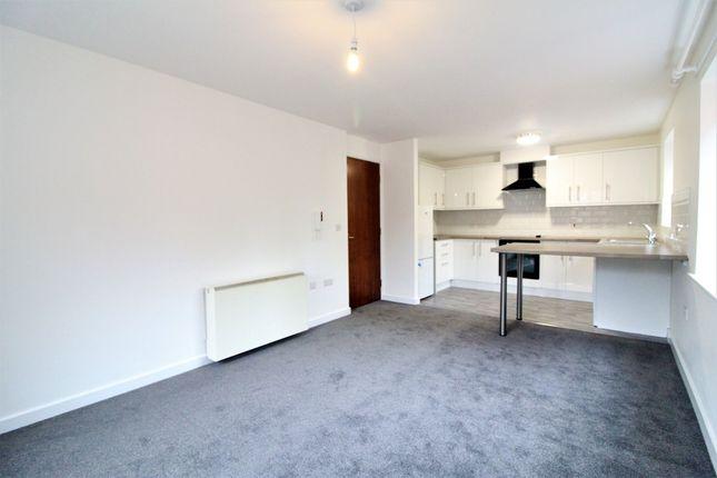 Thumbnail Flat to rent in Hawksworth Road, Horsforth, Leeds