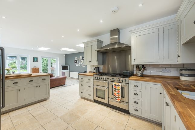 Thumbnail Semi-detached house to rent in Park Rise, Harpenden