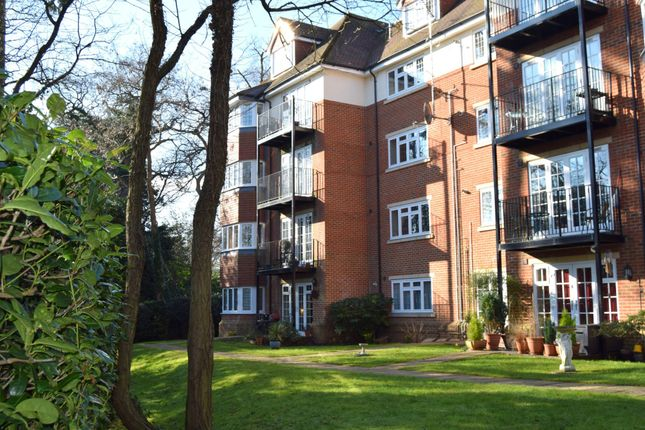 Thumbnail Flat for sale in Canterbury Gardens, Farnborough