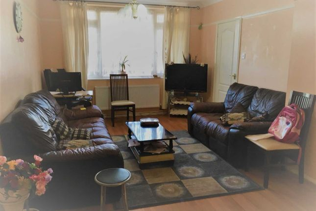 Thumbnail Detached house to rent in Randolph Road, Langley, Slough