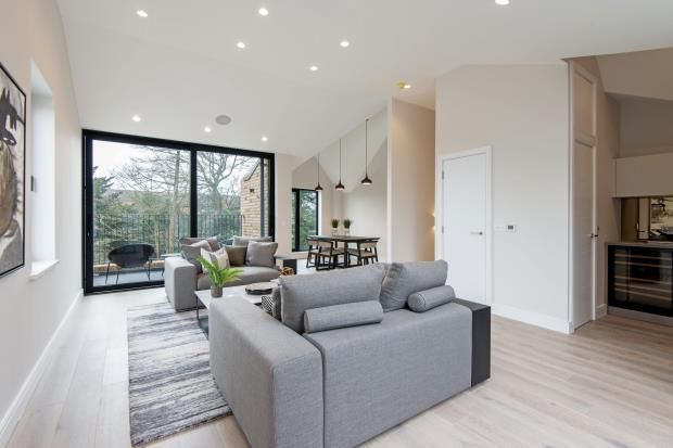 Thumbnail Maisonette for sale in Eastern Road, Fortis Green, London