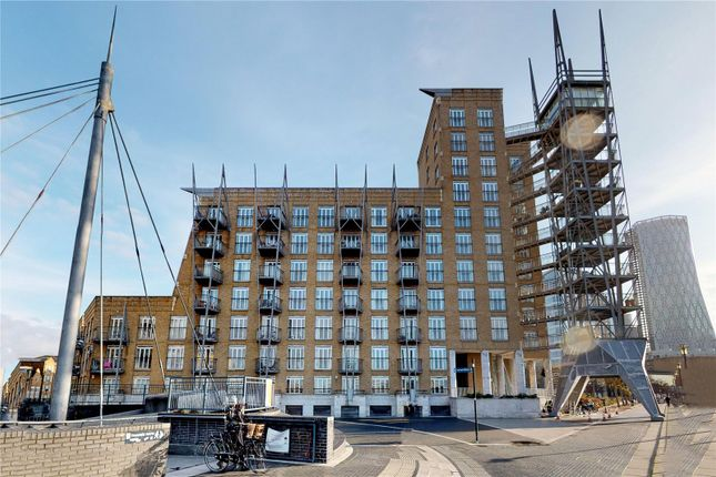 Flat for sale in Dundee Wharf, 100 Three Colt Street, London