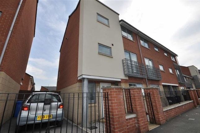 Thumbnail Town house to rent in Brennock Close, Manchester