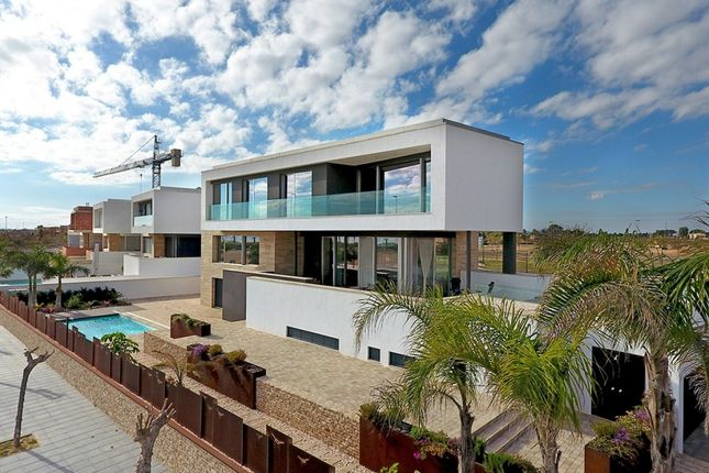 Thumbnail Villa for sale in Calle Catamarán, Spain