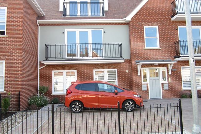 Thumbnail Flat for sale in Harold Road, Frinton On Sea, Essex