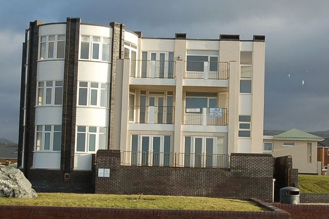 Thumbnail Flat to rent in Corbett Avenue, Tywyn