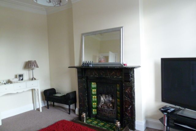 2 bed flat to rent in Silksworth Lane, Sunderland