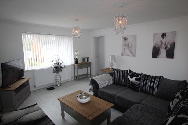 2 bed flat to rent in Bryn Moreia, Llwydcoed, Aberdare CF44