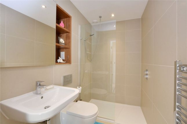 En-Suite of Tizzard Grove, Blackheath, London SE3