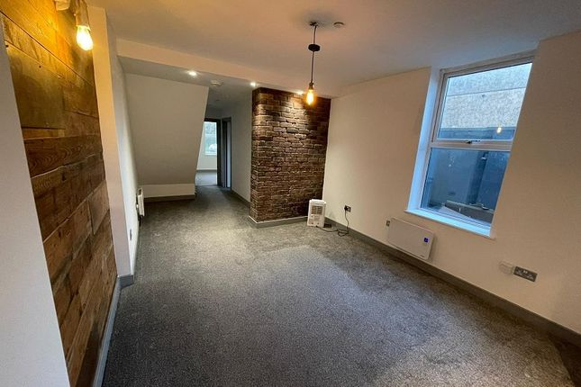 2 bed flat to rent in Rockingham Terrace, Neath, Neath Port Talbot. SA11