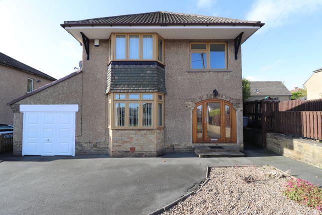 3 bed detached house to rent in Warren Lane, Gilstead, Bingley. BD16