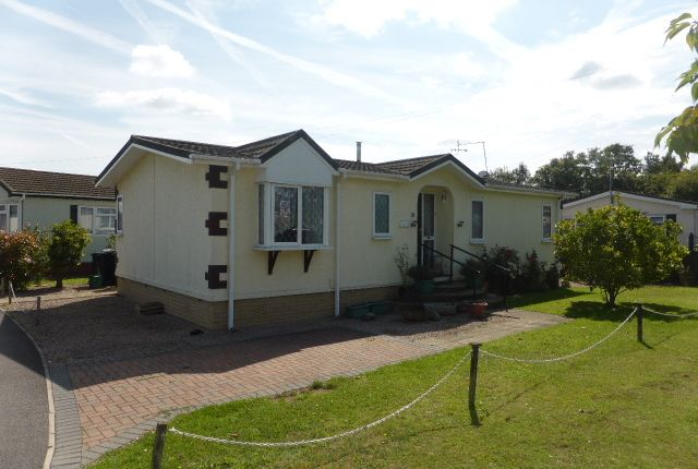 Thumbnail Mobile/park home for sale in Avenue Three, Meadowlands, Addlestone