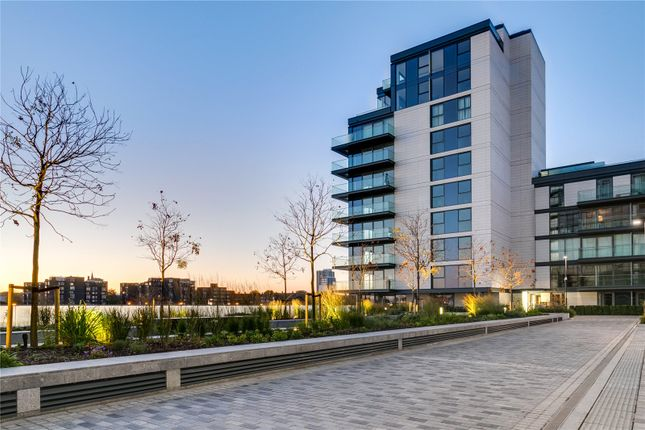 Thumbnail Flat for sale in Chelsea Waterfront, Lots Road, London