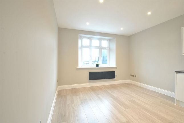 Thumbnail Flat to rent in Red Lion Court, 105A Vicarage Road, Watford, Hertfordshire