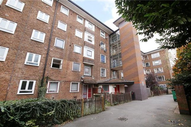 Thumbnail Flat for sale in Lea View House, Springfield, London
