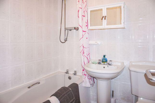 Bathroom of 19 Nelson Street, Greenock PA15