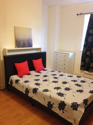 Thumbnail Flat for sale in Three Colt Street, London