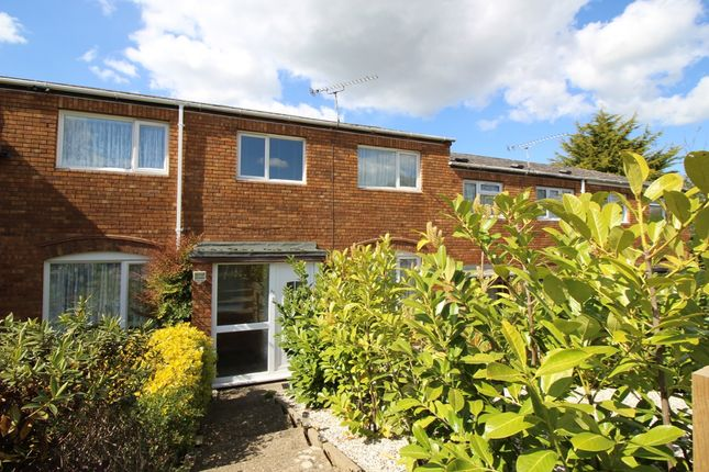 3 bed terraced house to rent in Burton Way, Slough