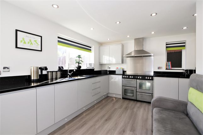 L-Shaped Fitted Kitchen