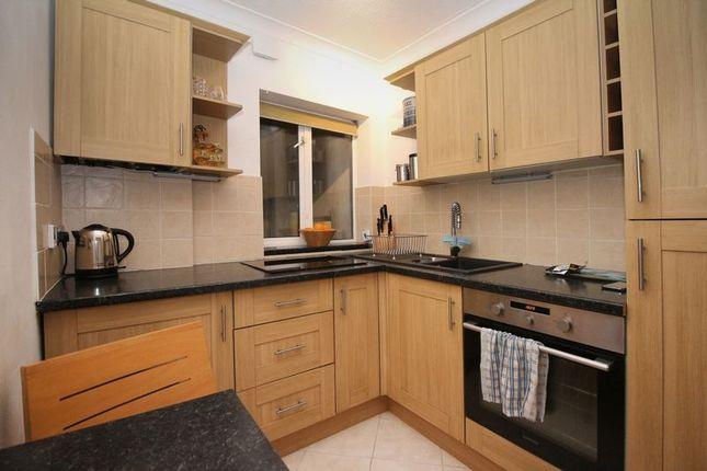 Thumbnail Flat for sale in Winner Street, Torbay