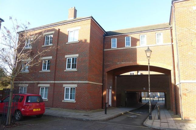 Flat to rent in Knightsbridge Place, Aylesbury