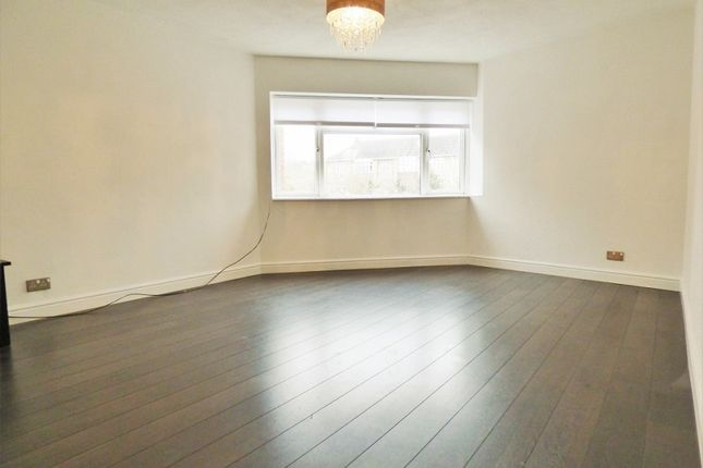 Thumbnail Flat to rent in Lower Road, Loughton