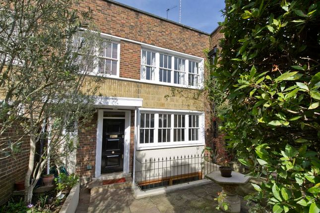 Thumbnail Property for sale in Caroline Place, London