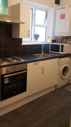 Thumbnail Flat to rent in Grove Green Road, Leytonstone