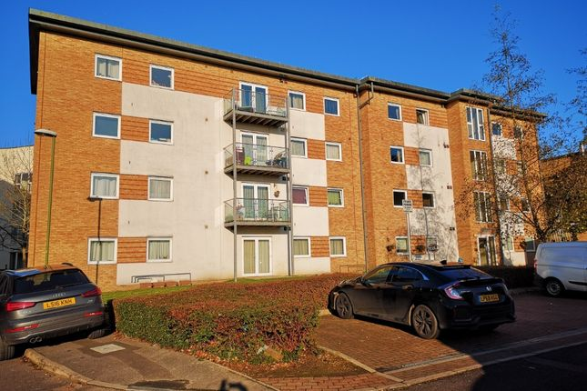 Thumbnail Flat for sale in Observer Drive, West Wat, Watford