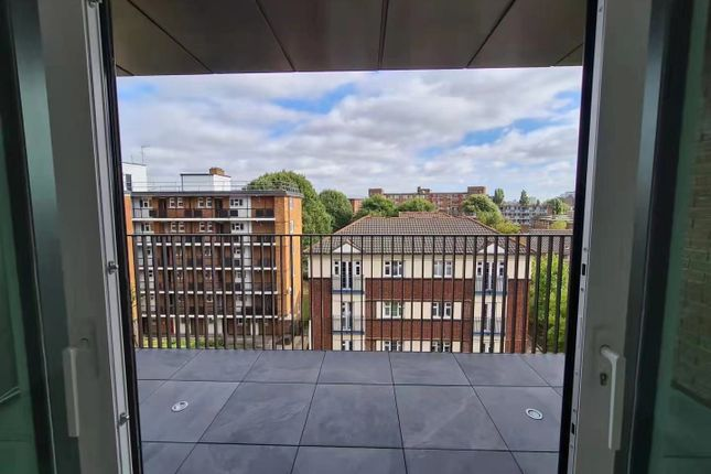 2 bed terraced house to rent in Cavell Street, London E1