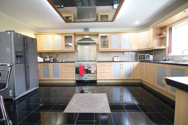 Thumbnail Semi-detached house to rent in Firs Drive, Hounslow