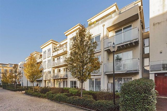 Flat for sale in Woodman Mews, Kew, Richmond