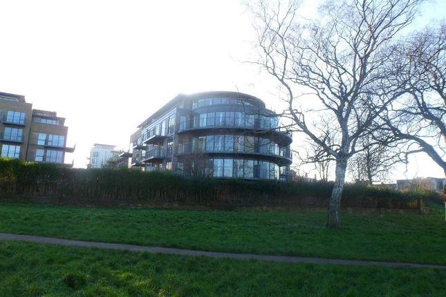Thumbnail Flat to rent in Darwin House, Riverside, Cambridge