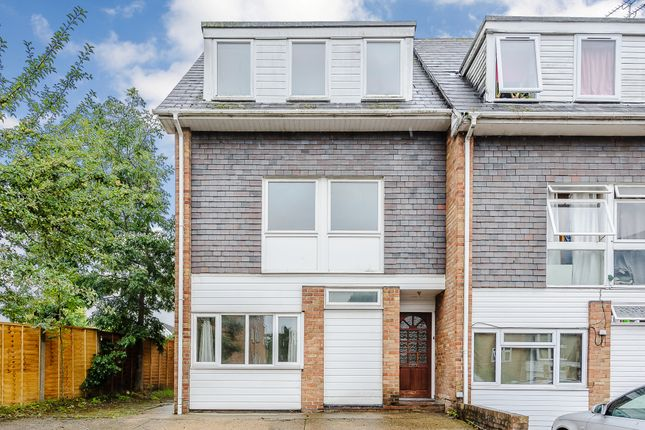 Thumbnail Town house for sale in Jason Close, Brentwood