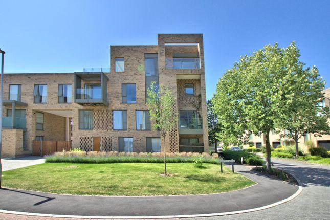 Thumbnail Flat to rent in Whittle Avenue, Trumpington, Cambridge