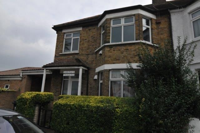 Flat to rent in Standard Road, Hounslow