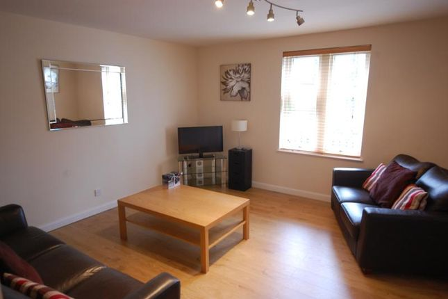 2 bed flat to rent in Bethany View, Fonthill Road