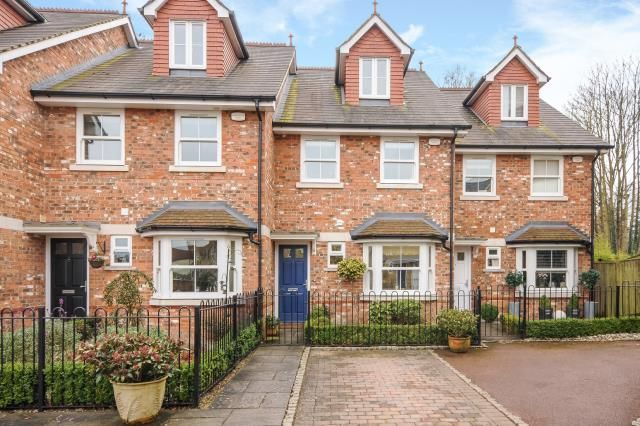 Thumbnail Town house for sale in Sunninghill, Berkshire