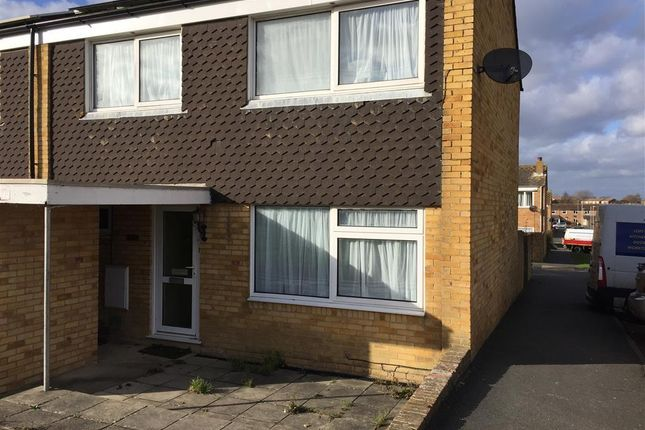 3 bed end terrace house to rent in Linden Close, Eastbourne