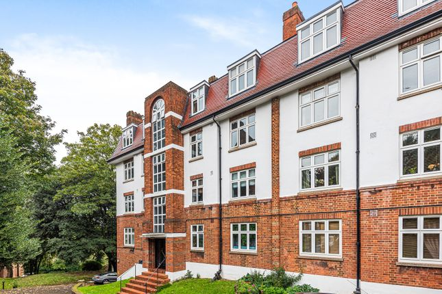 2 bed flat for sale in Highland Road, London SE19